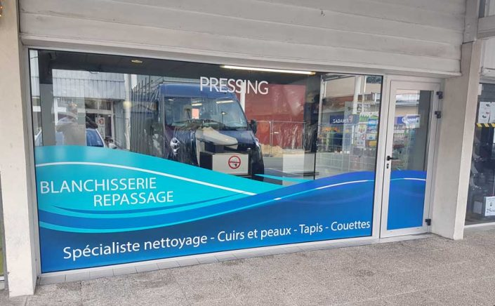 fabrication-et-pose-adhesif-vitrine-magasin-bordeaux-gironde-33